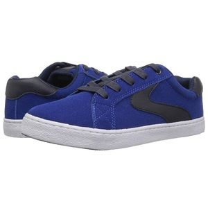 Boys' Low Top Sneaker Shoes Size 4 Y New